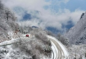 بارش برف در روستای زنججوپو، چین