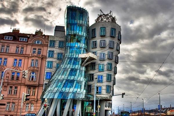 ساختمان عجیب