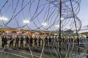 سربازان مرزبانی ارتش آمریکا مستقر در مرز با مکزیک