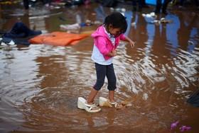 دختر مهاجر هندوراسی در راه ایالت متحده آمریکا