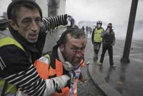 """سومین هفته تظاهرات """"جلیقه زردها""""در شهر پاریس فرانسه در اعتراض به افزایش قیمت سوخت"""