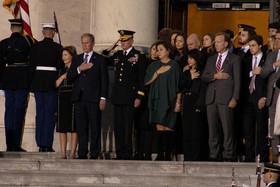 """ادای احترام مقامات ارشد آمریکا به پیکر """"جورج بوش پدر""""، چهل و یکمین رییس جمهور آمریکا در صحن کنگره آمریکا در واشنگتن دیسی/ CNP"""