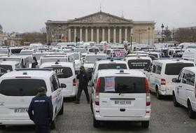 تظاهرات و اعتصاب رانندگان آمبولانس در شهر پاریس فرانسه