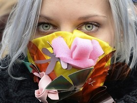 (تصاویر)اعتراض فعالان آب و هوا به گرم شدن زمین در لهستان، عبور کاروان شتر از کوهستان برفی- شمال چین ، جشن سنتی کلیسای سانتا ماریا در شمال اسپانیا و ... در عکسهای خبری روز