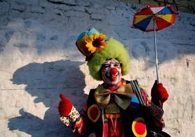 (تصاویر)پرفورمنس هنرند مکزیکی در شهر گوادالاخارا در غرب مکزیک ، یخ زدن سریع آب گرم در یک منطقه بسیار سرد در چین ، تظاهرات علیه برگزیت مقابل پارلمان انگلستان و... در عکسهای خبری روز