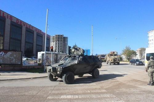 اعزام واحدهایی از ارتش ترکیه به مرز با سوریه پس از اعلام خروج آمریکا از سوریه