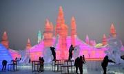 """(تصاویر)بارش 1.8 متر برف در شهر """"فیلزموس"""" اتریش ، حاشیه به شدت آلوده رود """"بوریگانگا"""" در شهر داکا بنگلادش ،عکس گرفتن از دیوار مرزی بین مکزیک و ایالات متحده آمریکا و ... در عکسهای خبری روز"""