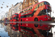 (تصاویر)خیابان آکسفورد لندن پس از یک باران شدید ، خانواده فلسطینی در تاکسی در مرز رفح بین باریکه غزه و مصر ، هوای سرد در اردوگاه اسکان آوارگان در باریکه غزه و ... درعکسهای خبری روز