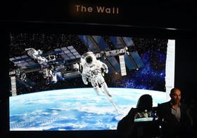 """نمایش صفحه نمایشگر 21.3 """"فوتی"""" شرکت سامسونگ در نمایشگاه تجهیزات الکترونیک در """"لاسوگاس"""" آمریکا"""
