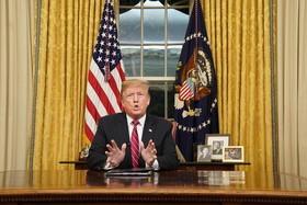 ترامپ در حال سخنرانی زنده تلویزیونی