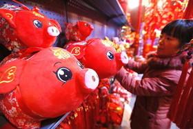 """خرید وسایل سال نوی چینی از بازاری در شهر """"گینگدائو"""" چین"""