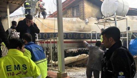 سقوط هواپیما در شهرک مسکونی/ اعزام 30 آمبولانس و تیم و یگان امدادی به محل حادثه