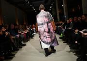 """(تصاویر)نمایشگاه لباس """" نئو فشن"""" در برلین با طراحهای جوان دانشگاهی ، آب تنی یک راهب هندو در رود گنگ ، خط مونتاژ هواپیمای ایرباس """"A 220"""" در کبک کانادا و... در عکسهای خبری روز"""
