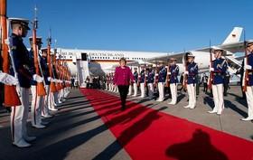 مراسم استقبال رسمی از صدراعظم آلمان در فرودگاه بینالمللی توکیو