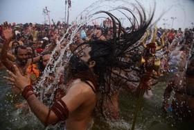 """مراسم آیینی آبتنی راهبان هندو در رود """"سنگام"""" در """"اللهآباد"""" هند"""