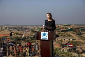 """نشست خبری """"آنجلینا جولی"""" نماینده ویژه سازمان ملل در امور آوارگان و پناهجویان به هنگام بازدید او از اردوگاه آوارگان مسلمان میانماری در بنگلادش"""
