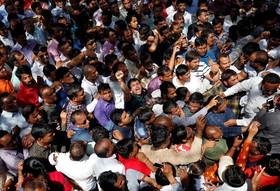 اعتصاب و تظاهرات معلمان هندی با درخواست افزایش حقوق