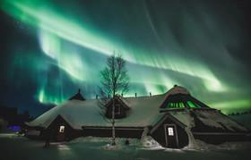 """پدیده طبیعی """"شفق قطبی"""" در فنلاند"""