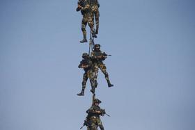 """رزمایش نیروهای ارتش نپال در آستانه روز ارتش نپال در شهر """"کاتماندو"""""""