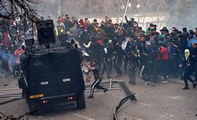 تظاهرات و درگیری بین مخالفان رییس جمهوری الجزایر و پلیس