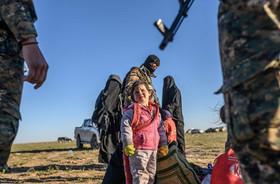 """خروج غیرنظامیان از شهر """"باغوز"""" در استان """"دیرالزور"""" سوریه – آخرین محل تحت اشغال داعش در سوریه"""