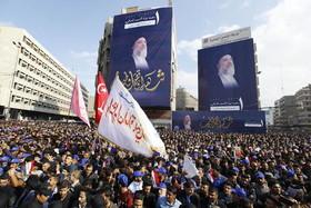 """ردهمایی شیعیان در سالگرد ترور """" محمد باقر حکیم"""" روحانی شیعه عراقی که در سال 2003 در نجف در جریان بمبگذاری به شهادت رسید."""