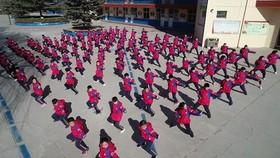 آموزش هنرهای رزمی به دانشآموزان مدرسهای در چین