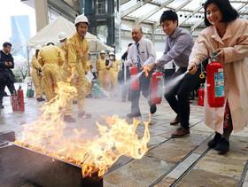 """مشارکت بیش از 1000 شهروند ژاپنی در یک مانور آمادگی """"ایمنی در برابر زلزله"""" در هشتمین سالگرد سونامی و زلزله مهیب در """"فوکوشیما"""" ژاپن"""