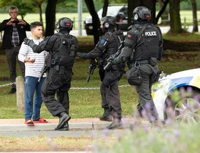 """ممانعت پلیس نیوزیلند از ورود شهروندان به مناطق تیراندازی شده در شهر """"کریس چرچ"""""""