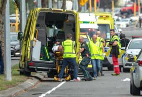 انتقال مصدومان حمله تروریستی دیروز نیوزیلند به بیمارستان