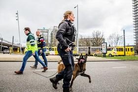"""تشدید تدابیر امنیتی پلیس در شهر """"اوترخت"""" هلند در پی تیراندازی یک فرد مسلح به سمت مردم"""