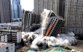 (تصاویر) تخریب برج های فرسوده در شهر زنگژو در چین