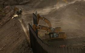 (تصاویر)  ساخت دیوار در مرز آمریکا با مکزیک توسط بخش خصوصی
