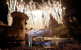 (تصاویر) مراسم افتتاحیه پارک جنگ ستارگان در دیسنی لند کالیفرنیا در آمریکا با شرکت هریسون فورد هنرپیشه این فیلم ها و جورج لوکاس خالق این اثر و مدیرعامل دیسنی