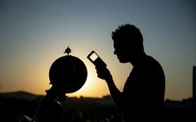 (تصاویر) تلاش برای مشاهده ماه پایان رمضان و عیدفطر در تونس