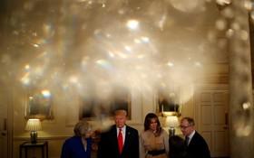 (تصاویر)دیدار ترامپ و همسرش با ترزا می نخست وزیر انگلیس و شوهرش