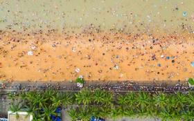 (تصاویر)  ساحل هایکو در منطقه هینان در چین در روز جشن قایق اژدها در این کشور