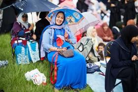 (تصاویر) مراسم عید فطر در پارکی در انگلیس