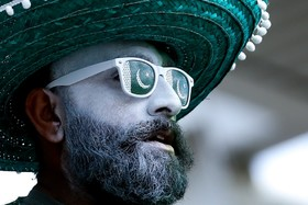 (تصاویر)  یکی از حامیان تیم کریکت پاکستان در بازی با تیم انگلیس در جام جهانی کریکت