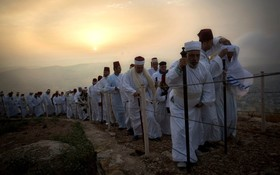 (تصاویر)  اقوام سومری در حال اجرای مراسم مذهبی در کرانه غربی رود اردن در نابلس سومری ها در شهر فلسطینی نابلس زندگی می کنند