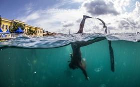 """(تصاویر)  """"ساهیک انجمن"""" دارنده رکورد دریانوردی عمیق در طرح پاکسازی تنگه بفسور از آرودگی های زباله که با همکاری  یک نهاد بین المللی و وزارت محیط زیست ترکیه انجام می شود شرکت می کند"""