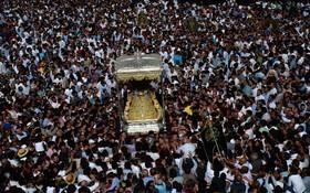(تصاویر)  صدها نفر از مسیحیان در مراسم باکره مقدس در روستای ال روکو در منطقه آندلوسی اسپانیا شرکت کرده