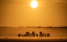 (تصاویر)  نمای طلوع آفتاب در استون هیج در انگلیس