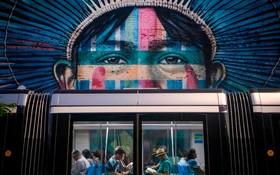 (تصاویر)اثری هنری از هنرمند خیابانی برزیلی ادواردو کبری در ایستگاه مترو در ریودوژانیرو