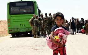 (تصاویر) انتقال آوارگان سوری به مناطق امن