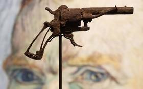(تصاویر) تپانچه رولوری که گفته می شود ونسان ونگوگ نقاش هلندی قرن نوزده با آن خودکشی کرده است در پاریس به حراج گذاشته شده است