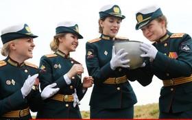 (تصاویر) جشن فارغ التحصیلی نظامیان در دانشگاه وزارت دفاع روسیه