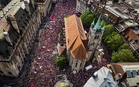 (تصاویر) تظاهرات زنان در لوزان سوئیس برای حقوق برابر در این کشور
