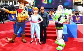 (تصاویر) تام هنکس هنرپیشه آمریکایی در مراسم رونمایی از فیلم داستان اسباب بازی در انگلیس