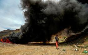 (تصاویر) آتش زدن مواد مخدر در یمن
